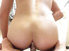 Bubblebutt Twink fucks his ass with dildo and squirts cream.