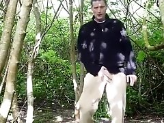 Kudosling is naked outside in the woods wanking